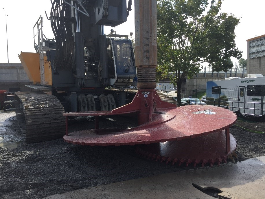 A picture showing a large piece of construction equipment ready to dig