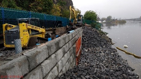A picture showing a concrete wall at the Ottawa River